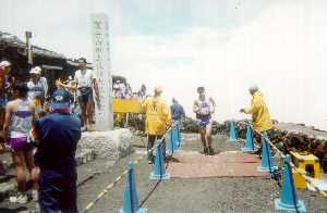Actual finish line atop Fujisan